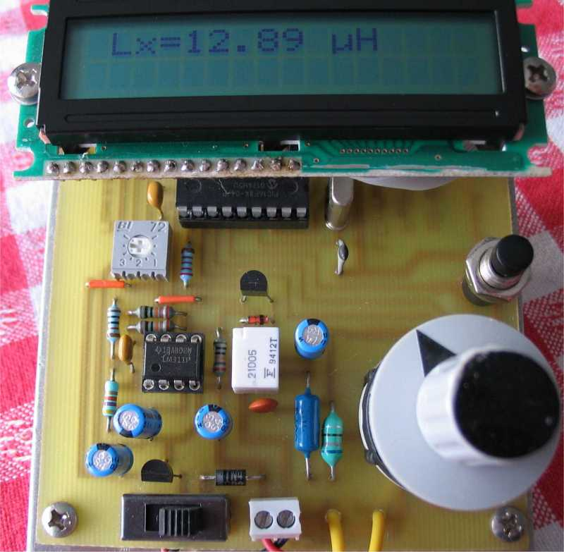 The pic16fa-i/sp is a 8-bit enhanced flash microcontroller with low-power, high-speed flash/eeprom technology.