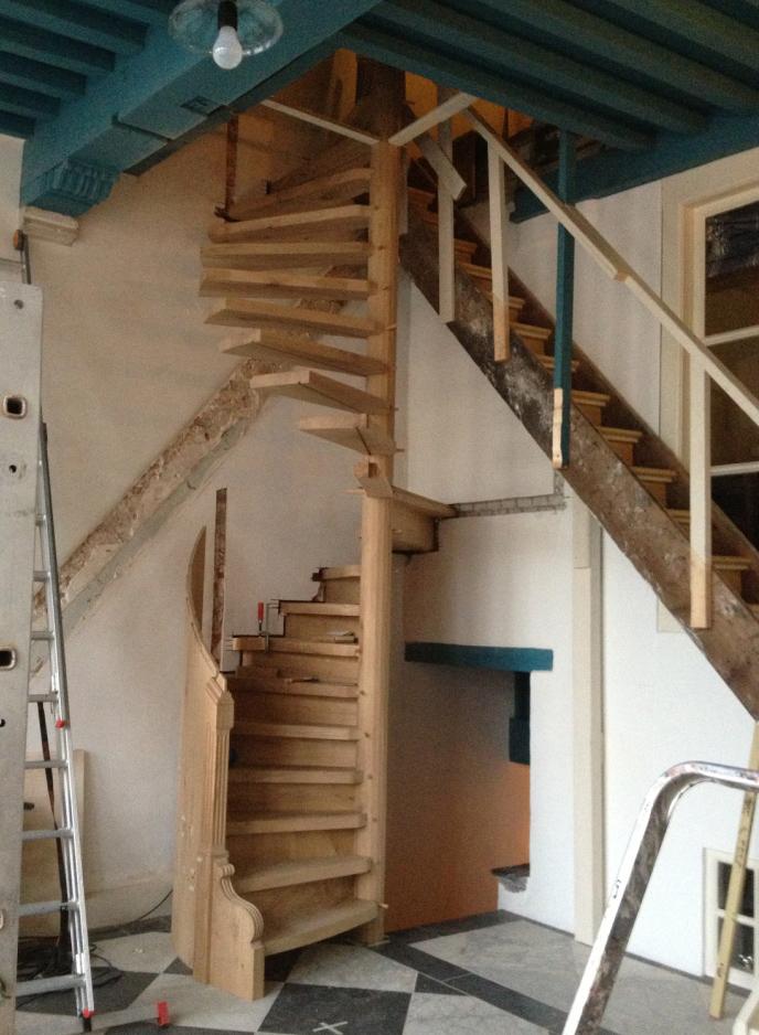 Reconstructie restauratie 16de eeuwse spiltrap goes - Trap ijzer smeden en hout ...
