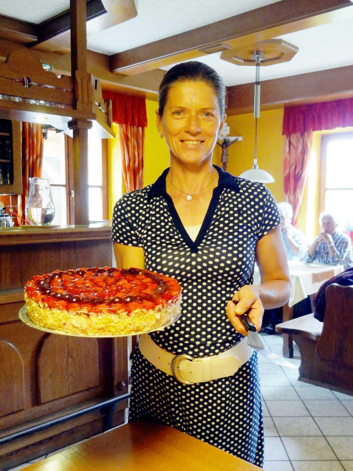 Margot met lekkere taart